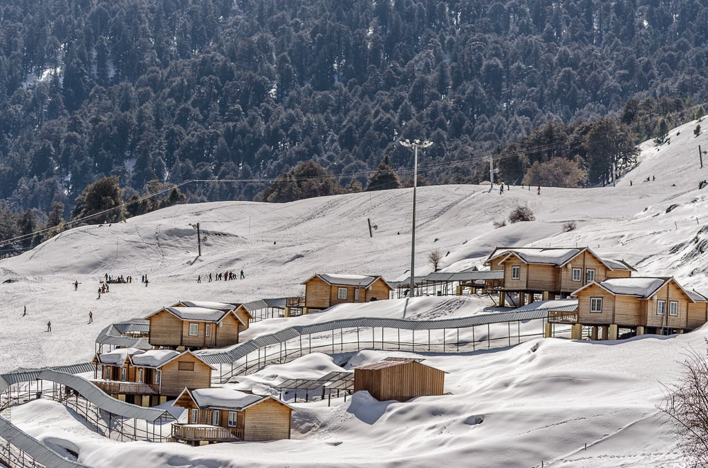Auli ski resort skiing in India