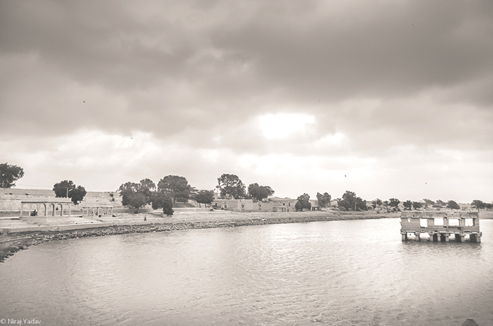 Gadisar-lake-jaisalmer-photo