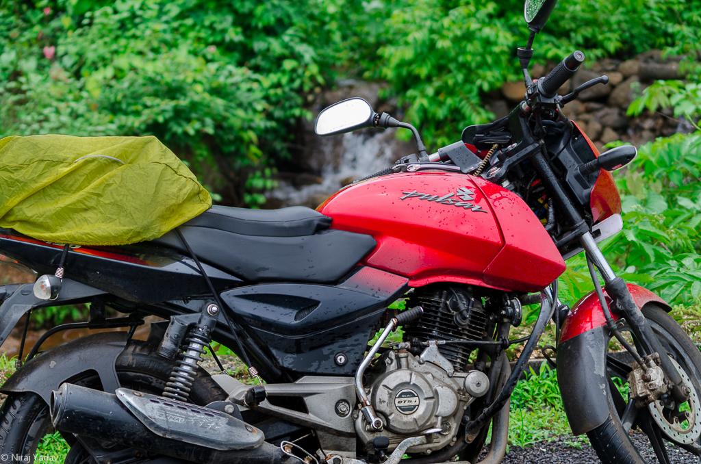 raigad-ghat-bike-poser