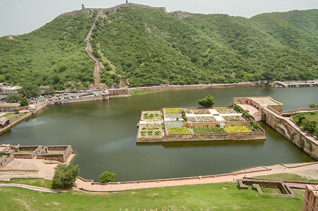 Lake-in-Amber-Fort-Jaipur-Rajasthan