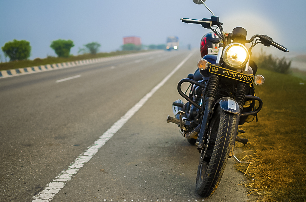 East West Corridor, Highway, misty morning, Bihar, Bajaj Avenger